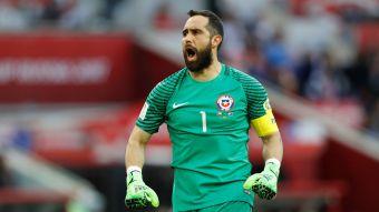 [VIDEO] Claudio Bravo vuelve a la titularidad en La Roja