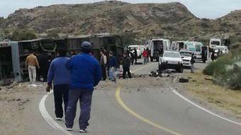 Mendoza: Volcamiento de bus que trasladaba niños deja al menos trece fallecidos