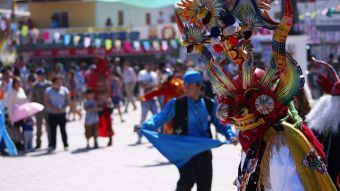 [VIDEO] ReportajesT13: Bailes andinos, la calle baila