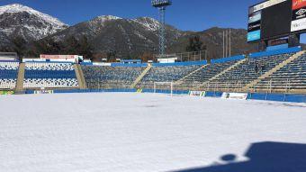[FOTOS] La nieve mantiene inutilizable la cancha del estadio San Carlos de Apoquindo