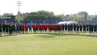 [VIDEO] El emotivo minuto de silencio de los equipos de FC Barcelona tras atentado