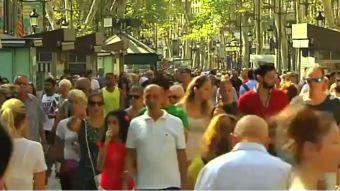 Barceloneses vuelven a Las Ramblas tras los ataques del Estado Islámico