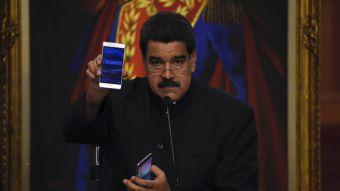 """Maduro pide ayuda al Papa por """"amenaza militar"""" de Estados Unidos"""