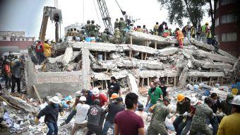[FOTOS] México se moviliza en busca de sobrevivientes bajo escombros