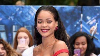 Rihanna bloquea a fan en Twitter tras retocarla más blanca en sus fotos