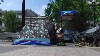 [VIDEO] El fenómeno de carpas en lugares públicos en Santiago