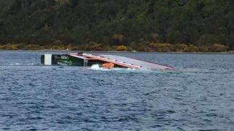 Armada encabeza operativo tras hundimiento de buque con 200 toneladas de peces