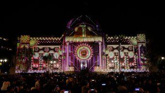 [FOTOS] Así fue el show de luces de Küzefest en el frontis del Museo de Bellas Artes