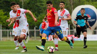 Unión Española gana con 10 jugadores y sigue líder del Transición junto a Colo Colo