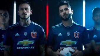 """[VIDEO] La """"U"""" recuerda título del '94 en lanzamiento de nueva camiseta"""