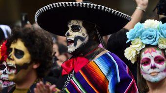 [FOTOS] Miles de calaveras desfilan en Ciudad de México previo al Día de Muertos