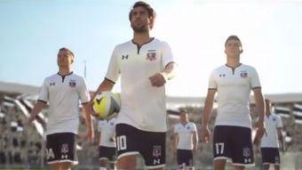 """[VIDEO] """"Somos Chile"""": Así presenta Jorge Valdivia la nueva camiseta de Colo Colo"""