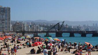 [FOTOS] Turistas disfrutan de la playa en día de elecciones