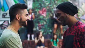 Maluma en su nuevo video con Ronaldinho
