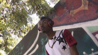 [VIDEO] El cantante haitiano que advierte a sus compatriotas sobre Chile