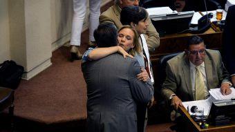 [FOTOS] Guillier es recibido con abrazos en el Senado tras su incursión en la carrera presidencial
