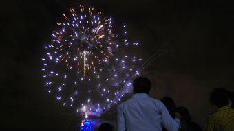 [FOTOS] Revisa las mejores fotos de los fuegos artificiales en la Torre Entel
