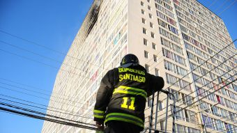 [FOTOS] Incendio estructural de edificio en Santiago Centro