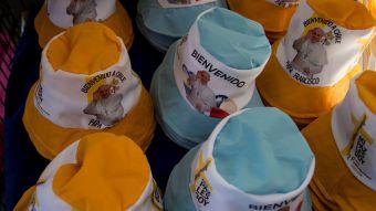 [FOTOS] El comercio callejero está listo para la visita del Papa