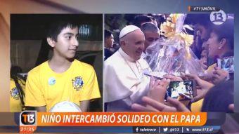 Papa Francisco intercambió su solideo con niños de una parroquia