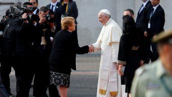 [VIDEO] Bachelet dice al Papa en La Moneda: Lo avanzado debe ser sostenido y defendido