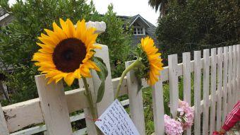 [FOTOS] Las Cruces se llena de flores para don Nica