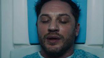 """[VIDEO] Tom Hardy deslumbra en el primer trailer de """"Venom"""""""