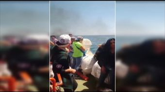 [VIDEO] Incendio en barco con pasajeros a bordo: