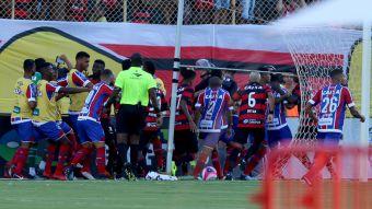[VIDEO] Ver Para Creer: Especial de pelotazos y batalla campal en Brasil