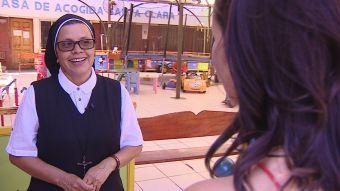 [VIDEO] La monja que vibró con el show de Bosé
