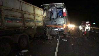 Muere vocalista del grupo Los Ramblers en choque de bus con camión