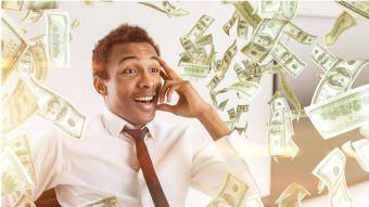dinero strippers sentado en la cara