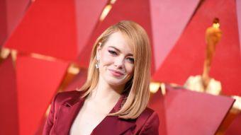 [FOTOS] Emma Stone apostó a algo distinto en los Oscar y este es el look que no pasó desapercibido