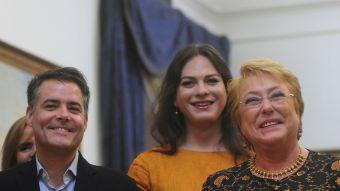 [FOTOS] Presidenta recibe al equipo de Una Mujer Fantástica en La Moneda