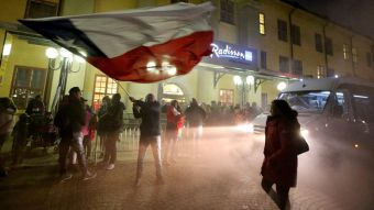 """[VIDEO] Hijos del exilio: """"La Roja"""" contará con miles de hinchas ante Suecia"""