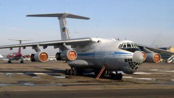 Avión con 100 militares a bordo se estrella en Argelia