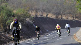 Nueva ley prohibirá a bicicletas, scooters y patinetas transitar por la vereda