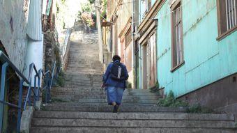 [VIDEO] #Héroes: Sube y baja cerros para ayudar a abuelitos
