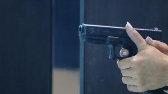 [VIDEO] Aumentan mujeres que deciden aprender el manejo de armas