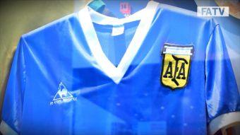 [VIDEO] La mítica camiseta de Diego Maradona en México 1986 es inglesa