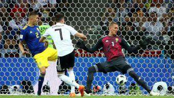 [VIDEO] La increíble ocasión que desperdició Alemania en el arranque ante Suecia