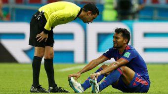 [VIDEO] Problemas para Colombia: Abel Aguilar se retira por lesión en el primer tiempo