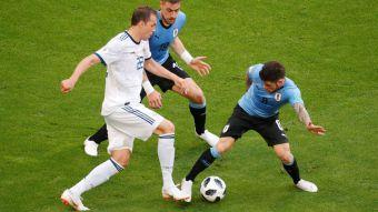 [VIDEO] A lo Gary Medel: Volante uruguayo fue a trabar un balón con la cabeza