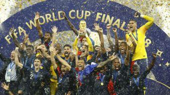 [VIDEO] Así fue el momento en que Francia levantó la Copa del Mundo