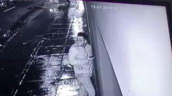 Cámaras captan la insólita acción de un joven para evitar ser asaltado en Perú