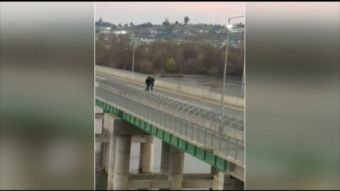 [VIDEO] Escolares realizaron peligroso desafío sobre puente en San Rosendo