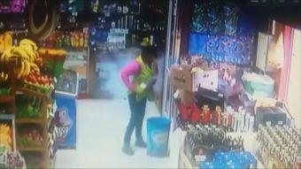 [VIDEO] Celular explotó de su bolsillo