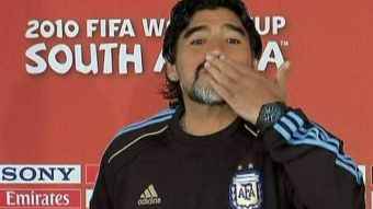 [VIDEO]  Los tropiezos de Maradona como DT