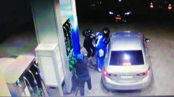 [VIDEO] Equipo de Tele13 grabó violento asalto a bencinera