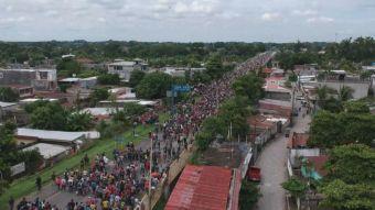 [VIDEO] Migrantes hondureños entran por la fuerza a México